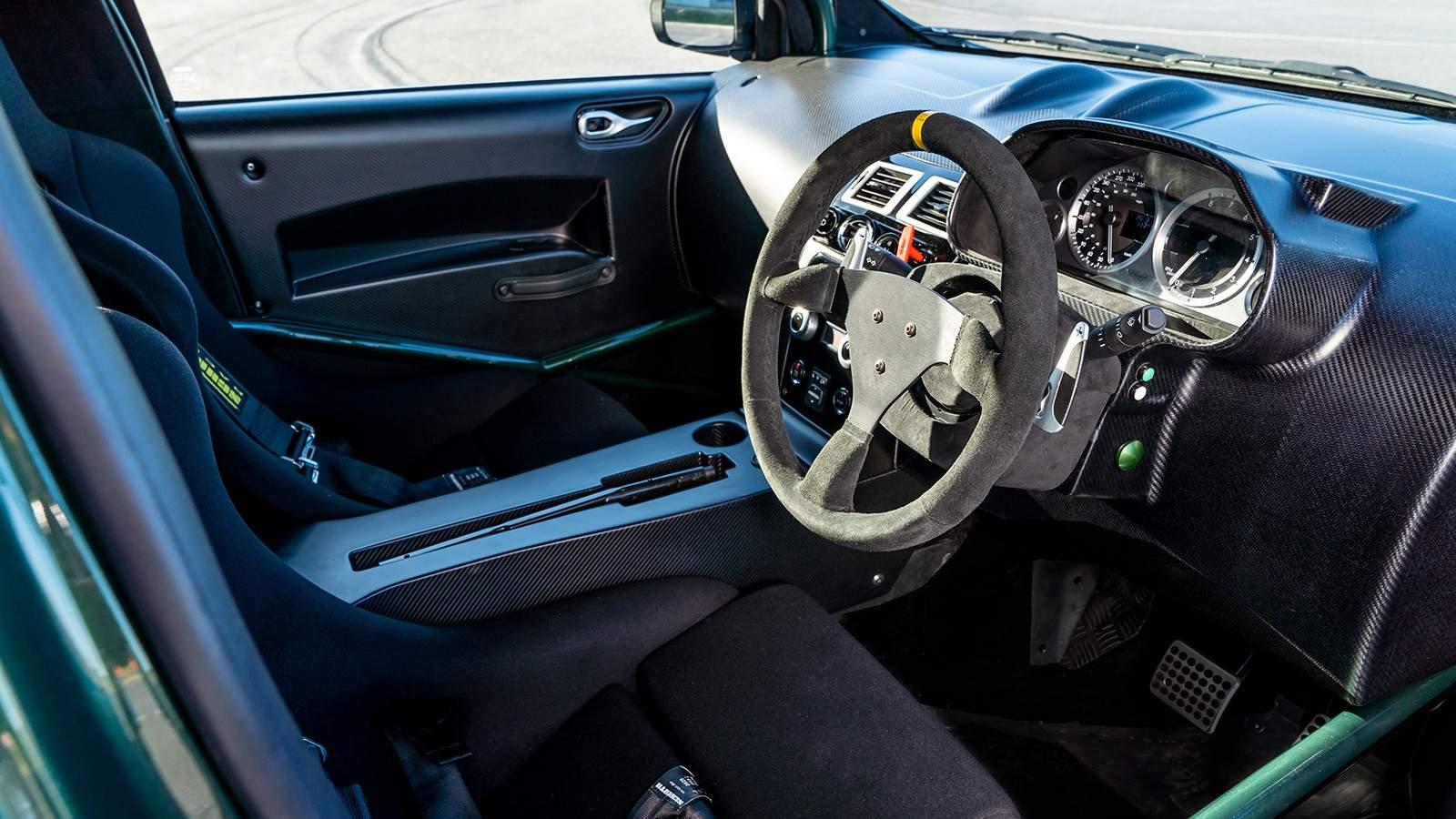 Aston Martin руль автомобиля