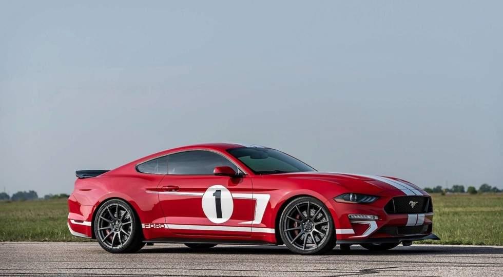 Ford Mustang красного цвета