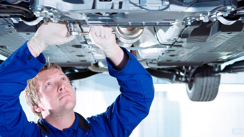 осмотр пневматической подвески автомобиля
